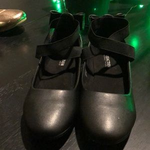 Brand New, Kenneth Cole Reaction Tap Strappy Sz 4